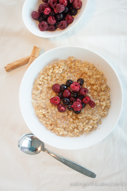 Pear barley porridge and berries 1