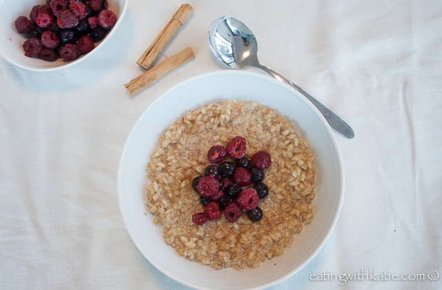 Pear barley porridge and berries