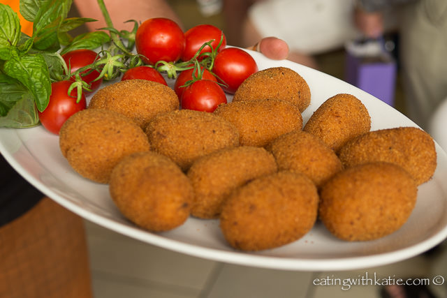 pall'e riso {focus_keyword} Sorrento Food Tour aranciniball
