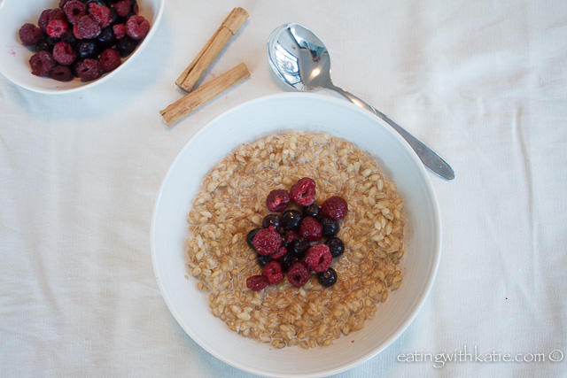 Pear barley porridge and berries